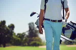 ゴルフ場での服装で後悔をしないためにドレスコードを紹介します。